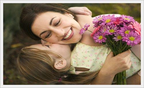 Женщина с ребёнком на руках