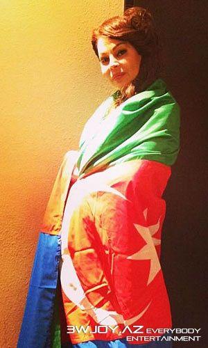 Aygün Kazımova Amerikada Azərbaycan bayrağını tərsinə çevirdi
