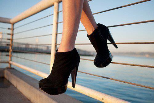Qızlara məndən ayaqqabılar