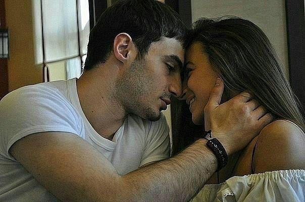 Sevgi gözlərdən gözlərə, ifadə olunan Eşqdir