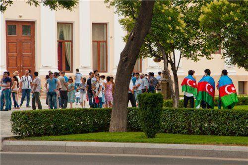 Azadlıq meydanında dünyaya açıq, xalqa qapalı parad (fotolar)