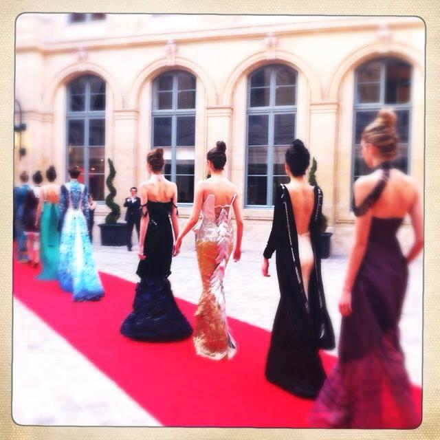 Azərbaycanlı məmurun qızının Parisdə moda nümayişi - Fotolar