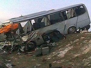 Hərbçilərin avtobusu aşdı: ölən və yaralananlar var