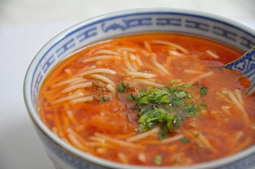Tomatlı makaron şorbası