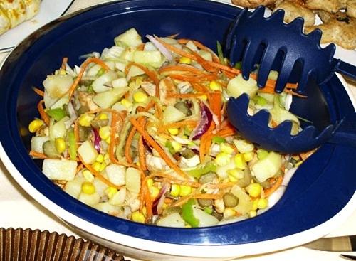 Qarğıdalılı kartof salatı