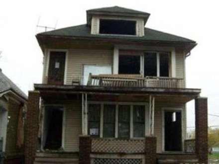 1 dollarlıq ev satılır