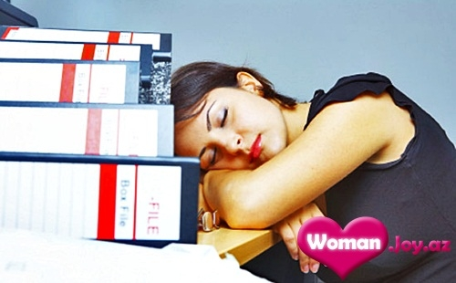 İş yerində yatmamaq üçün 7 üsul