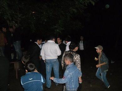 Mügənni Vüsal Əliyev və cangüdənləri toyda döyüldü-Fotosesiya