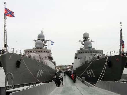 """Putin və Əliyev """"Dağıstan"""" raket gəmisində olublar"""