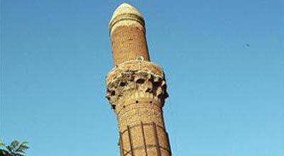 Gürcüstanda minarənin sökülməsi etiraza səbəb olub, 20 nəfər saxlanılıb