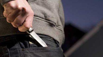 Məcburi köçkün polisi bıçaqla hədələdi
