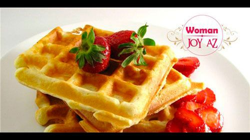 Çiyələkli waffle