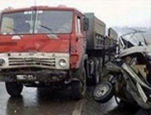 Toydan qayıdan avtomobil yük maşını ilə toqquşdu: 2 ölü, 3 yaralı