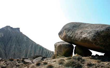 Quba-Xınalıq yoluna 100 tonluq qaya parçası düşdü