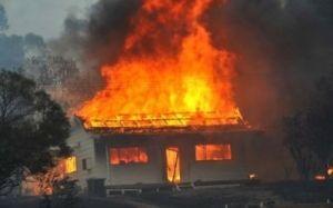 Ev yandı- Sahibi yanaraq öldü