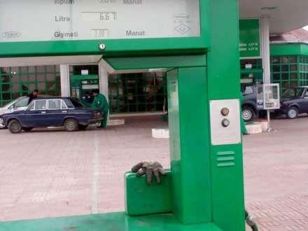 Benzinin qiyməti 1 manata qalxdı (FOTO)