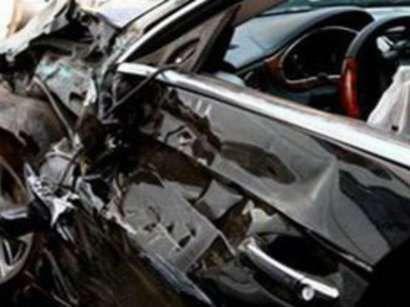 Polis əməkdaşı ailəsi ilə qəzaya uğradı: 1 ölü, 3 yaralı