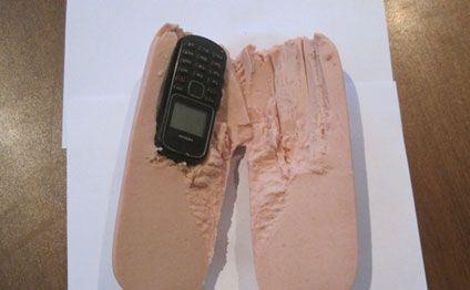 Kolbasadan telefon çıxdı (FOTO)