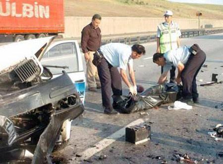 Şamaxıda iki avtomobil toqquşub, vəkil hadisə yerində ölüb