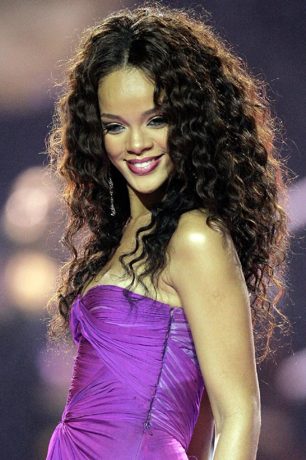 Rihannadan 9 fərqli saç stili