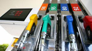 Benzin hansı ölkədə neçəyə satılır?