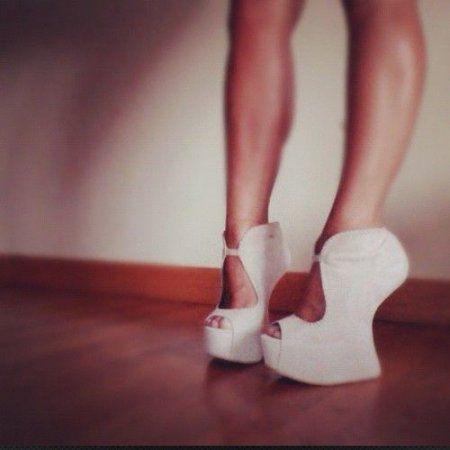 Qızlar ayaqqabı dünyama gəlin