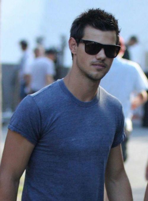 Taylor Lautner{1}