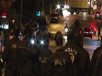 Hava limanında AKP-lilərlə polis arasında qarşıdurma