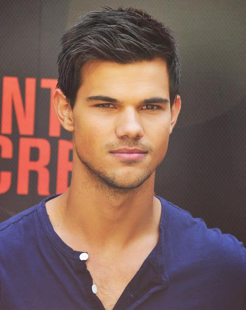 Taylor Lautner{2}