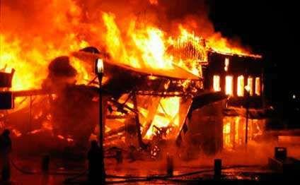 Bakıda beşotaqlı ev  sahibi ilə birlikdə yandı