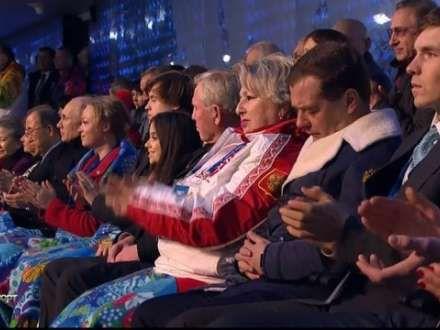 Medvedev Soçi olimpiadasının açılışında yatdı (FOTO)