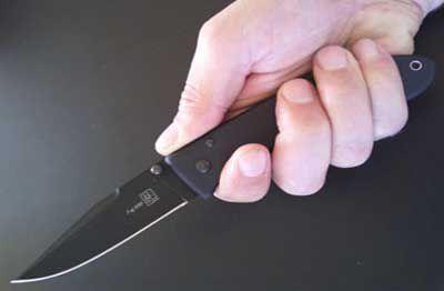 Ana və qızı yaşadığı evin qarşısında bıçaqlandı (VİDEO)