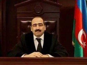 Prezident tanınmış hakimin səlahiyyətlərini vaxtından əvvəl əlindən aldı