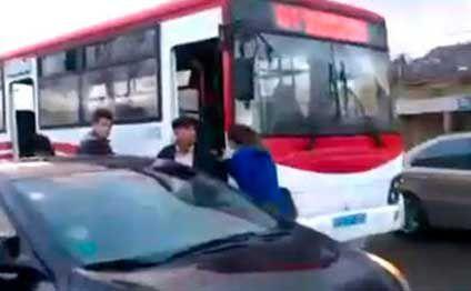 Bakıda sərnişin avtobusu həkimin üstündən keçdi