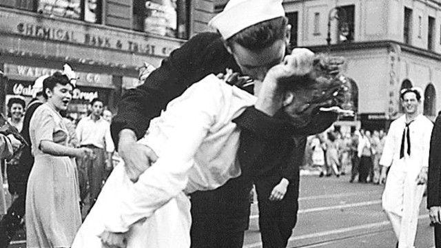 Tibb bacısını öpən dənizçi öldü