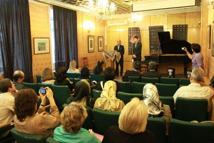 Azeri Sahar Tv | Выставка Ахмада Насроллахи в Москве |