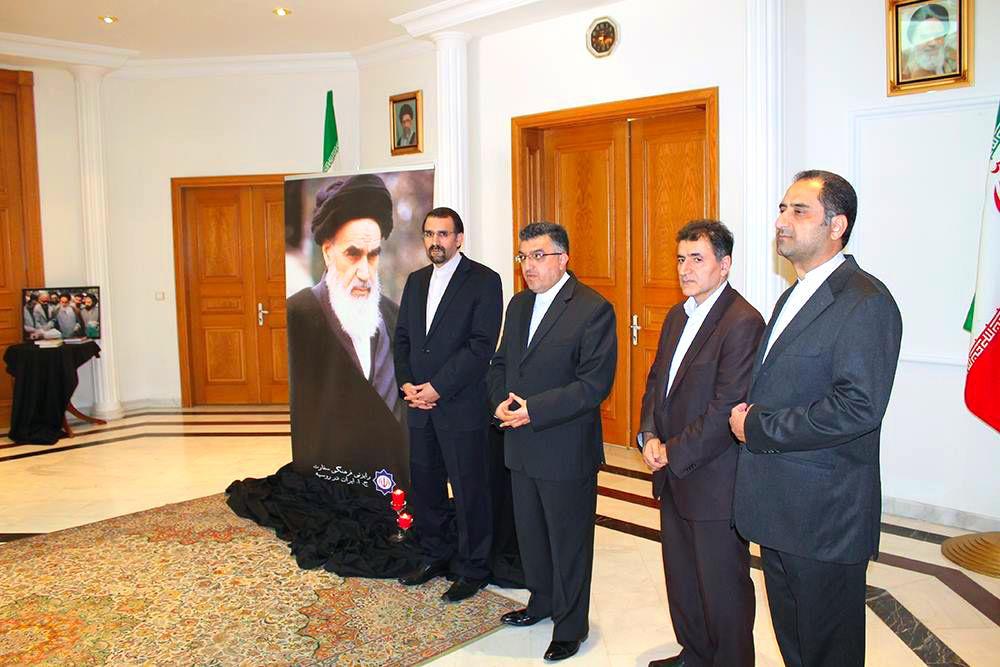 Azeri Sahar Tv | Церемония по случаю годовщины со дня кончины имама Хомейни прошла в Москве |