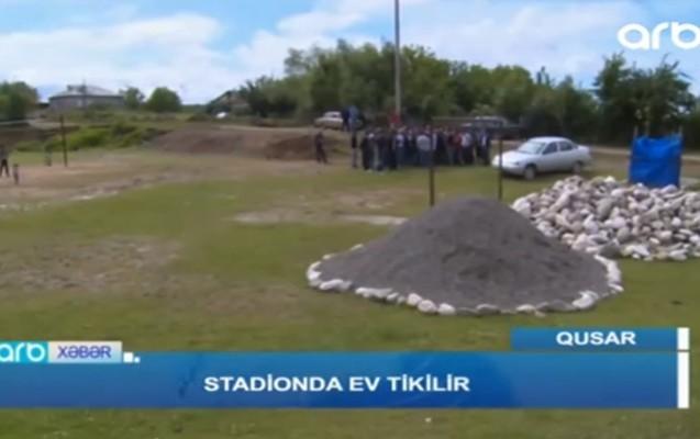 Stadionun ortasında ev tikirlər - Qusarda + Video