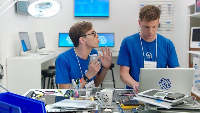 """""""Samsung""""un cavabı: """"Apple""""-la belə məzələndilər – VİDEO"""