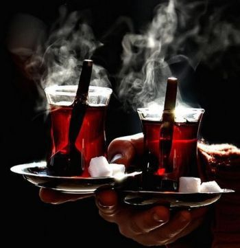 Tünd və qaynar çay içməyin zərərləri