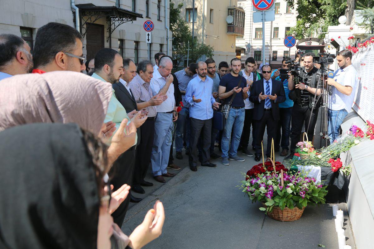 Azeri Sahar Tv | В Москве почтили память мучеников сектора Газа |