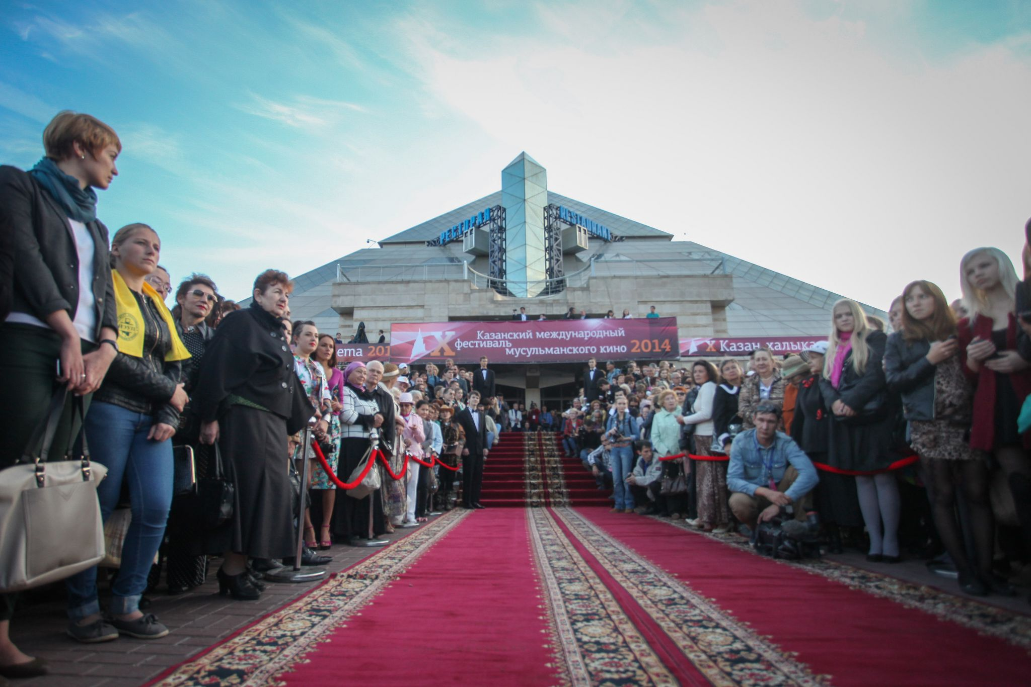 Azeri Sahar Tv | X Казанский международный фестиваль мусульманского кино открылся в Казани |