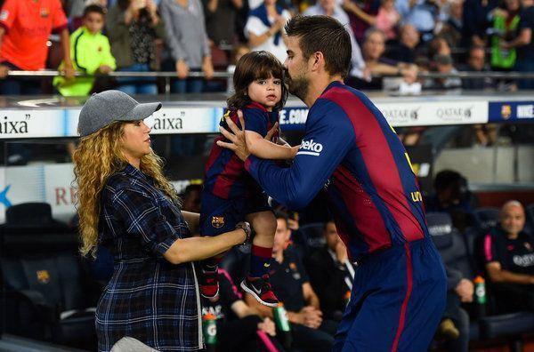 """Şakira """"Barselona""""nın ehtiyat oyunçular skamyasında"""