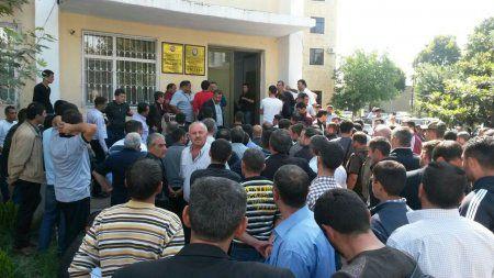 Bərdə rayonunda olan yeganə Notariat kontorunun qarşısında uzun növbə yaranıb