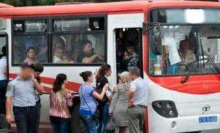 Ötən gün Bakıda sərnişin avtobusunda qadınlar saçyoldusuna çıxıblar
