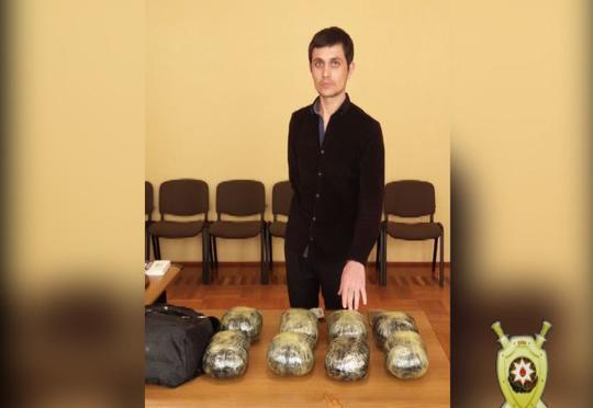 """18 kilo tiryəki 40 min dollara satıb pulunu """"Səxavət""""ə göndərəcəkmiş"""