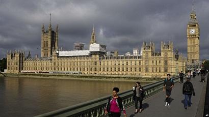 """Rusiyanın """"çirkli"""" pulu Londonda nəyə qadirdir"""