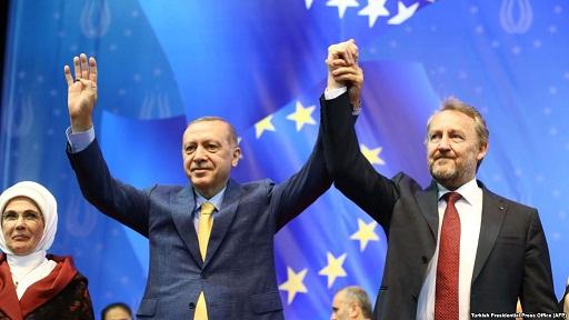 """Erdogan diasporu """"gücünü göstərməyə"""" səsləyir"""