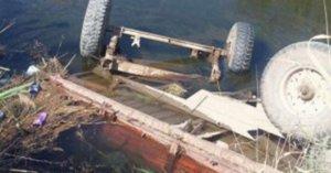 Qusarda traktor kanala aşdı