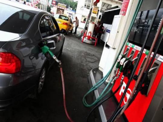 Sabiq deputatın avtomobilinin 60 litrlik bakına 68 litr benzin vurdular...